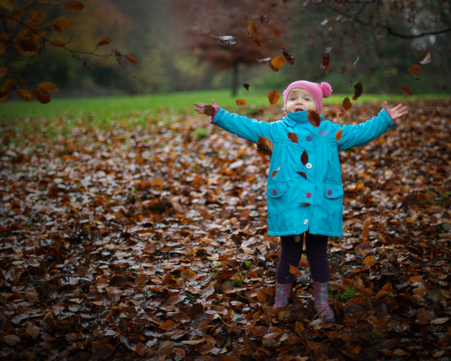 Children Photography in Salisbury, Wiltshire. Bubbles against the winter N1