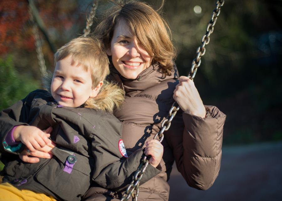 Family photowalk for mum and sun